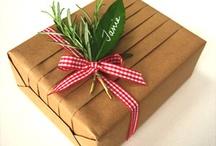 Pacotes de presentes, laços etc