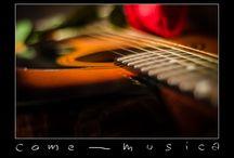 <3 Music / Sento i tuoi nuovi messaggi  sono agitato anche oggi  cerco il momento perfetto perfetto e diretto  che non mi fa dormire mai  e non mi basti mai…  dea della musica musica musica musica   Com'è possibile che rendi tutto più possibile  sei la musica sei la mia sola cosa magica  invisibile ma rendi tutto più possibile  scintilla in un mondo di plastica…!