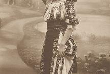 costum romanesc