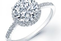 Round Halo Engagement Ring / An engagement ring is a symbolic representation of your love, the perfect gesture that shows your emotions without you having to say a word. These stunning halo engagement ring will get the job done!