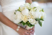 White Bouquets For The Wedding