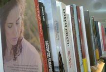 La gioia in libreria / I romanzi di Vittoria negli scatti dei suoi lettori
