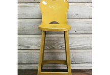 Cadeiras e assentos / by Ellen Melo