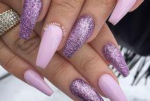 Uñas brillantes púrpura