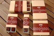 Dia da Mãe / Já escolheram o presente para a MÃE mais maravilhosa do mundo? Nós temos a sugestão ideal, bombons de chocolate Belga de fabrico artesanal proveniente de cacau plantado através de práticas sustentáveis. Dê uma espreitadela aos nossos produtos temáticos.  Informações ou encomendas: pedacoscacau@gmail.com | +351 938 459 711 | http://pedacoscacau.pt