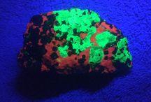 Fluorescent minerals / Various minerals from around the world that Fluoresce under UV light.