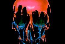 Zerlaufende, fließende, berstende Skulls