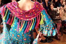 We love flamenco 2014 / La primera pasarela de #modaflamenca del año. En ella podemos ver algunos de los complementos de flamenca disponibles en nuestra tienda online.