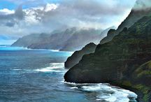 Na Pali Coast / Take your family on an unforgettable vacation, or get away on a romantic trip along the Na Pali Coast! Makana charters the entire coast.