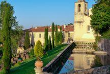 Couvent des Minimes / Luxe, calme et volupté en Provence: laissez-vous gagner par la plénitude ! Le « bonjour ! » des Maîtres de Maison, Valérie et Fabien Piacentino, vous marquera et donnera avec brio le ton de votre séjour au Couvent des Minimes, lieu chargé d'histoire.