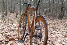"""The Oak / The Oak, with the special old oak look, had to be a smooth, simple and fast fixed gear bike. An aerodynamic time trial steer came over from Chigaco Illinois, a supersonic carbon saddle was ordered and a couple of nuke proof pedals completed the Oak. The """"wooden"""" frame and rims really match the black shining crank, handle bars, chain, Michelin tires, pedals, saddle and spokes."""