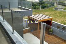 CORRIMÃO COLUNA QUADRADA INOX E VIDRO / Corrimãos em Colunas Quadradas de 40×40 de aço Inox 304 escovado ou polido e vidro incolor temperado, sem tubo superior.   FALE  AGORA COM O SERGIO  Whatsapp: (19) 9.8363.4489  Celular: (19) 78273367 ID: 14*1003369  E-mail: corrimaoinox@hotmail.com  Site: corrimaoinox.wordpress.com