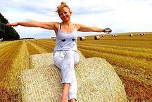 Dziewczyny / Najpiękniejsze dziewczyny i sprzęt rolniczy