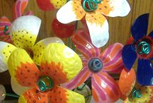 Fiori con bottiglie di plastica