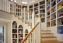 Книжные полки на лестнице