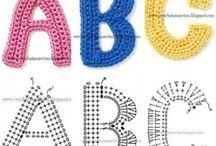Gehäkelte Buchstaben