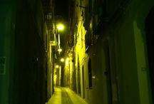 """Qué visitar: Cagliari, Cerdeña / Cagliari es un municipio italiano y la capital de la isla de Cerdeña, una región autónoma1 de Italia. El nombre sardo de Cagliari, Casteddu, literalmente significa """"castillo"""". La ciudad tiene aproximadamente 150.000 habitantes,2 mientras que su área metropolitana (incluyendo Elmas, Assemini, Capoterra, Selargius, Sestu, Monserrato, Quartucciu, Quartu Sant'Elena y otros 15 municipios) tiene más de 450.000 habitantes. Texto extraído de: http://bit.ly/18juO7o"""