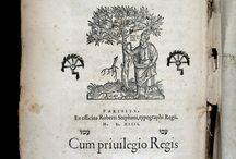 [Bíblia hebrea]. Parisiis : Ex oficina Roberti Stephani, typographi Regii, 1539-1543 / Volum factici de 7 de les 24 parts de la Bíblia hebrea que Robert Estienne va publicar a Paris entre 1539 i 1544. Conegut per Robertus Stephanus, va realitzar 470 edicions al llarg de la seva vida rebent un privilegi reial per a cada obra. El 1539 va aconseguir la funció d'impressor i llibreter reial en hebreu i llatí. Cada part del volum té títol i peu d'impremta propis. El text està integrament en llengua hebrea, tot i tenir les portades en llatí i hebreu.