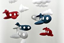 DIY Felt baby mobiles / DIY baby mobiles patterns, tutorials, and inspiration.