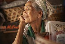 Loving the elderly / by Gloria Inés Sánchez