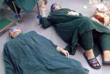 une pause qui se merite après une chirurgie qui a duré 32 heures. Ils ont retiré une tumeur cérébrale à un patient.