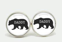 Father's Day Gifts / At Everything But Flowers we strive to stock Australia's best range of Father's Day gifts. We have a wide selection of gifts for Fathers, whether it is a Premium BBQ Hamper full of snacks and spices or perhaps a Skydiving Experience. We even have a huge range of novelty men's gifts.