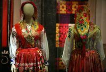 Moda, Trajes & Vestuários / Vestes, roupas, tradições, trajes, moda (feminina e masculina), acessórios, adereços, fantasias, etc.