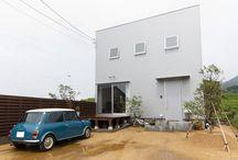 施工例17lソラマド香川 / 香川県内で建てたソラマドの家の写真です。 お洒落で、わくわくして、人とは違った家を建てたい、もちろんローコストで…。 私たちは、そんな住宅をたくさん実現してきました。 お客様のお好みのテイストはもちろん、ライフスタイルに合わせた、快適で心地良いオンリーワンの住まいをご覧ください。 <Works17> 香川県三豊市 家族構成:夫婦+子ども2人 延床面積:82.99m²