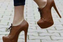 Con zapatos de tacon