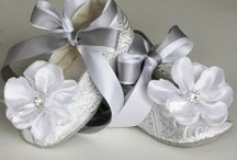 baby shoes / by Diana Corral