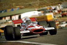 F1 Surtees Racing Organization / Surtees Racing Organization (1970-1978 ) は かつてF1に出走していたチームおよびコンストラクターである。  2輪(WGP)と4輪(F1)の両方で世界チャンピオンになった唯一のレーサーであるジョン・サーティースが設立した