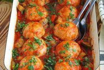 фрикадельки в овощном соусе