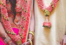 Varmala designs / We're sharing swoon worthy Jaimala designs and ideas for all them Indian Couples tying the knot :) Check out moe ideas and inspiration on the blog #wittyvows - The ultimate guide for the Indian Bride | www.wittyvows.com