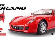 Ferrari met Licentie / Ferrari 599 GTB Fiorano  met officiele Ferrari licentie Officiele Ferrari Licentie.  Schaal 1:10  Volledig proportioneel. 2 hoofdlichten, 4 remlichten en 4 signaallichten.  Vering en goede kwaliteit banden zodat een hoge snelheid gegenereerd kan worden.  Incl. 1 x accu 7,2V en 1x 9 volt batterij De radiografische frequentie is 27 MHz, 3 frequenties; zodat je met 3 mensen samen kunt racen