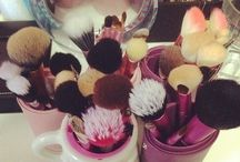 Makeup Organization & Vanities / by Mila Torres