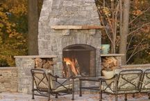 Backyard Fire Place Ideas / There is something about sitting around an open fire...whether alone or with friends.
