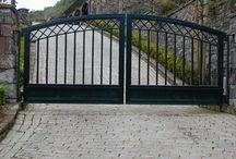Puerta de hierro con zigza