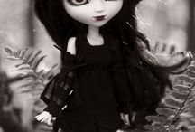 gothic doll and other dolls / I love gothic dolls and other dolls they so cool ^_^