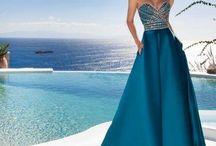 Rochii de seara / Gaseste aici inspiratie pentru stilul tau! Avem propuneri de rochii de seara pentru evenimente speciale, de la rochii senzuale, la rochii boeme sau foarte stilizate. Unele rochii se pot cumpara sau inchiria!