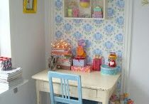 Small workspace / I blog in our dinning room so I know how difficult it is to share your workspace! Here are some ideas to make the most of a small space.
