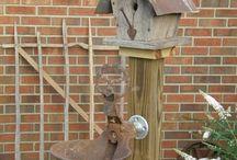 Cabane et mangeoire d'oiseaux