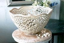 Kerámia, porcelán, majolika, raku / + kerámiák más anyagokkal kombinálva