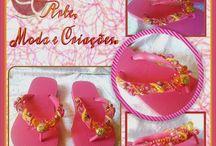Sandálias havaianas customizadas / Lindos chinelos decorados com pedrarias, tecidos e cores diversificadas. Confira nesta pasta os modelos das havaianas customizadas com pedrarias feitas pela artesã do blog Arte, Moda e Criações!!