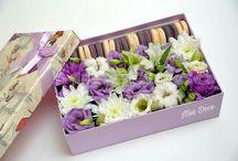 Коробки с цветами.