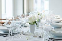 Tischdekoration / Tischdekoration und Weingläser für die ganz besonderen Momente. Ob Hochzeit, Geburtstag, Jubiläumsfeier oder ein Abendessen mit Freunden und Familie, wir haben immer die perfekten Kristallgläser für  deine Feier. Wir unterstützen dich als Gastgeberin deinen Gästen einen perfekt gedeckten Tisch zu präsentieren.