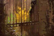 kapılar..! var, ardına dek açık.. kapılar var, sımsıkı örtük..! / Kapılar var..çiçekler icinde, Kapılar var, terkedilmis.. Kapilar var, eşiği aşınmış, Kapilar var, esiginden gecilmemis.. Kapılar var, örtük, Kapilar var ardina kadar açık.. Benn gibi..!