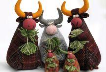 игрушки быки, олени, лошади