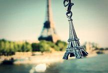 Eiffel Tower / iconic landmark