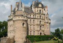 Château de Brissac / visite du vignoble et des chais au Château de Brissac dans l'appellation Anjou en Loire Réservez avec winetourbooking.com