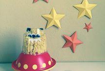 Creare marziani di pom pom con navicella. Idea creativa da fare con i bambini / Creare marziani di pom pom con navicella. Idea creativa da fare con i bambini.  #mycandycountry #ideacreativa #marziani #pompom #lana #navicelle  Seguimi su: www.mycandycountry.it